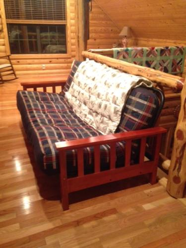 Eagles Nest Cabin Loft Futon